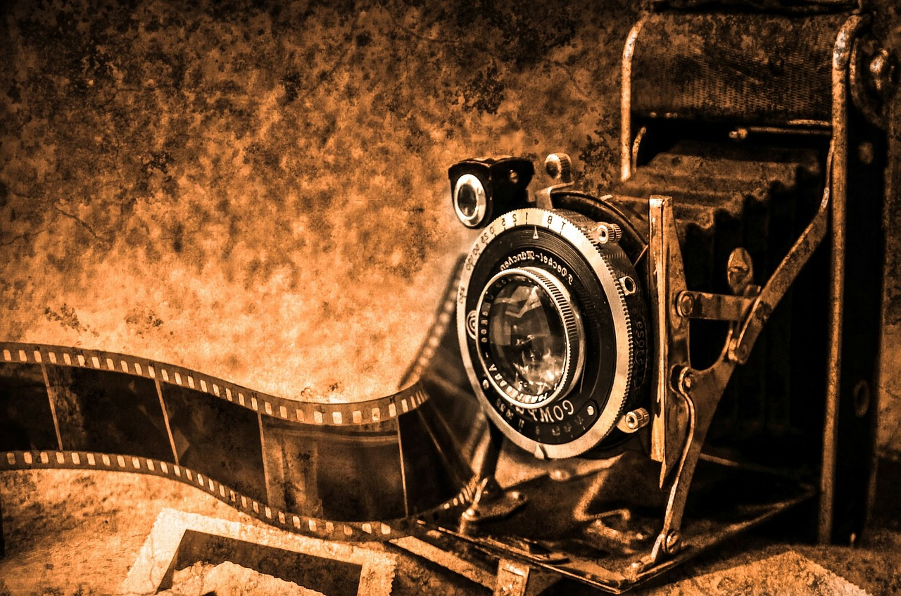 Gallery images and information: Vintage Camera Wallpaper